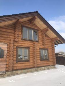 Тёплые окна с деревянным профилем из лиственницы для бревенчатого дома