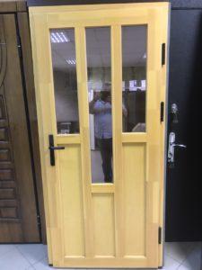 Межкомнатные двери из массива сосны с фрезероской и остеклением