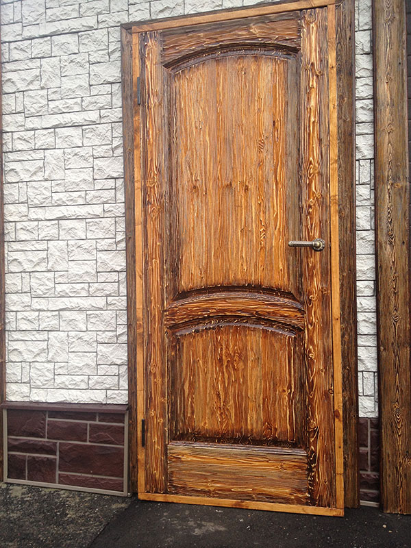 Двери из дуба с «эффектом старины»
