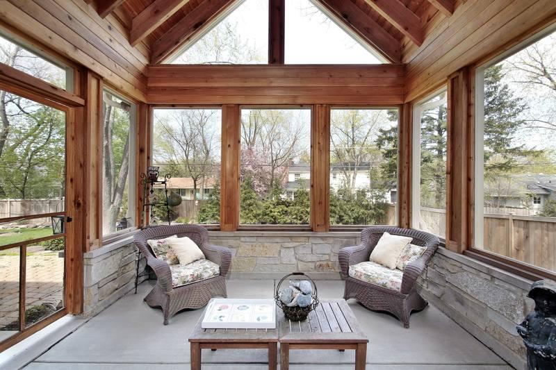 Остекление террасы деревянными окнами